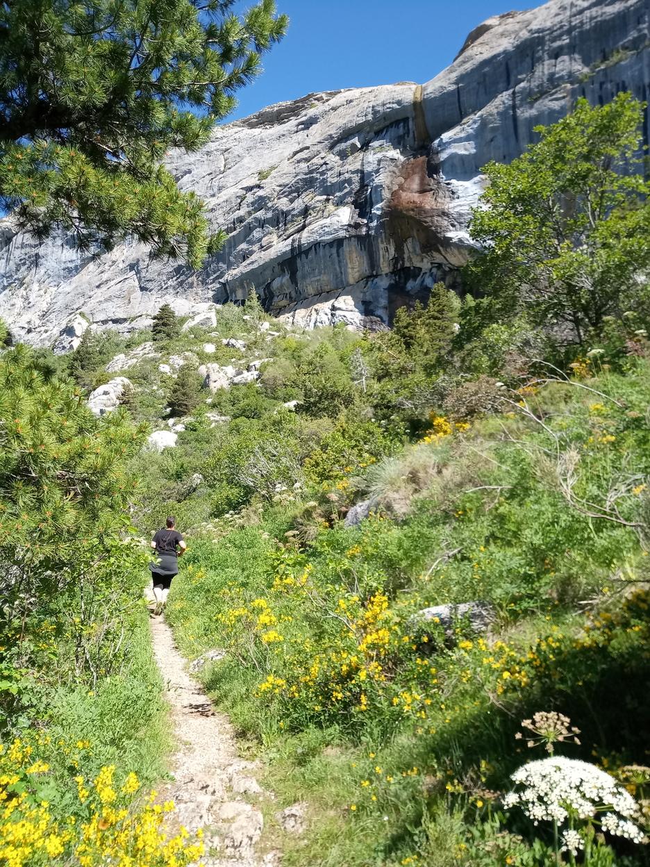 Passage au pied de la cascade d'Aiguebelle